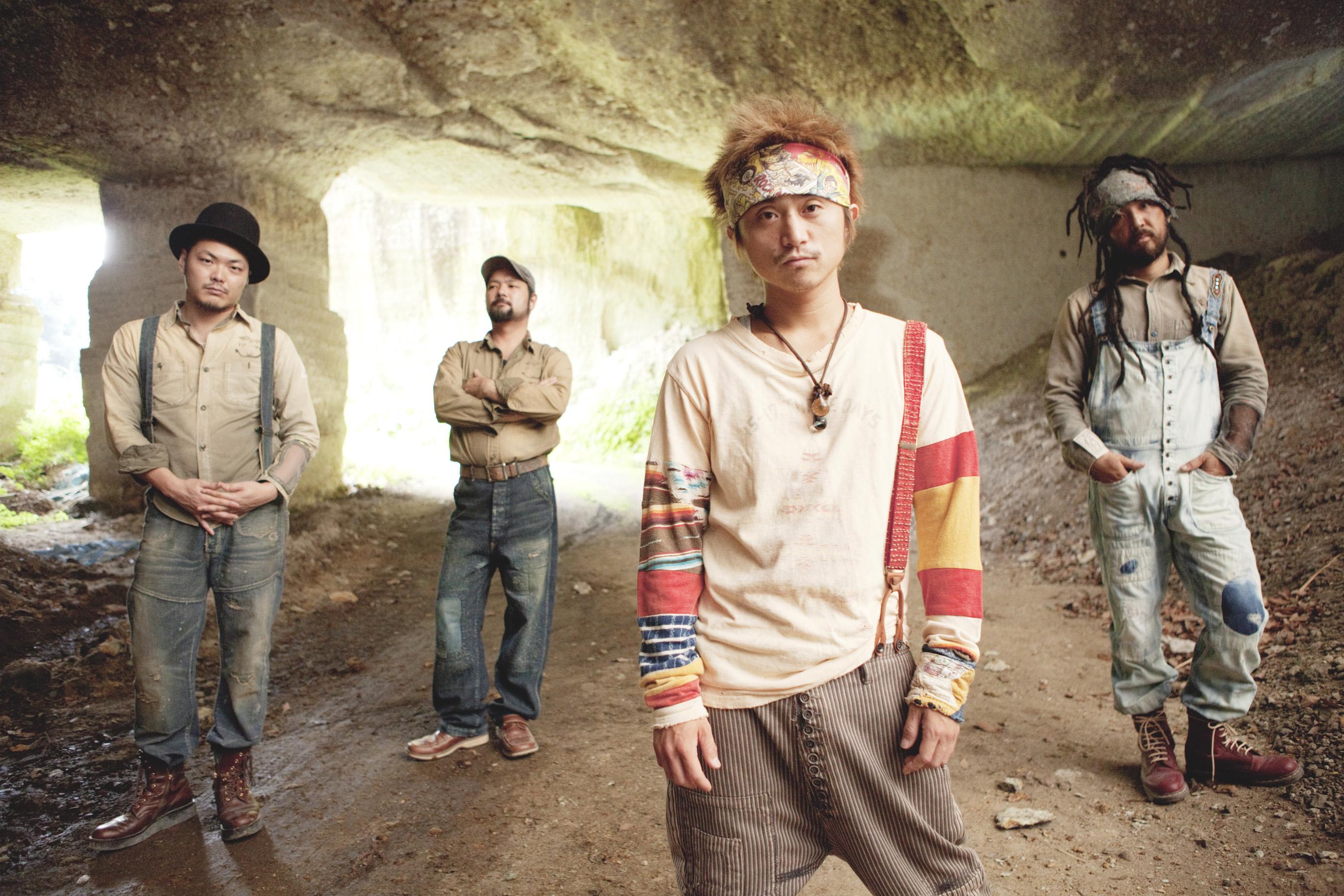 The Cavemans_A_2013